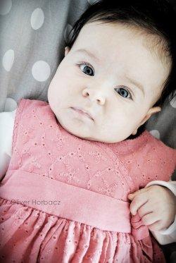 niemowlak w sukience